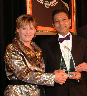 2005 Franchisee of the Year Shiraz Hajee accepted his Award from Lianne Dalziel, the Minister for Small Business. She was delighted to discover that she'd been Immigration Minister when Shiraz, from India, was granted his New Zealand residency.