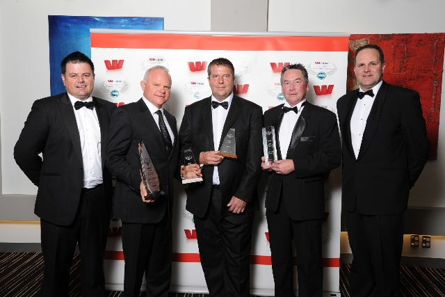 Paper Plus celebrated winning the Supreme Franchise System of the Year Award for the first time. Left to right: Steve Jurkovich of Westpac; Rod Smith, Mike Paardekoooper and Ian Robertson of Paper Plus; Commerce Minister Simon Power