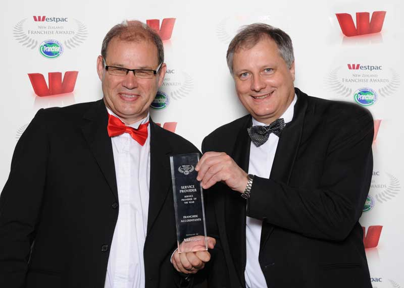 Philip Morrison of Franchise Accountants received the Service Provider of the Year award from Daniel Cloete, Westpac's national franchise manager