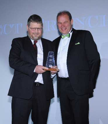 Mark Gilbert of Select Franchising (left) with category sponsor Philip Morrison of Franchise Accountants