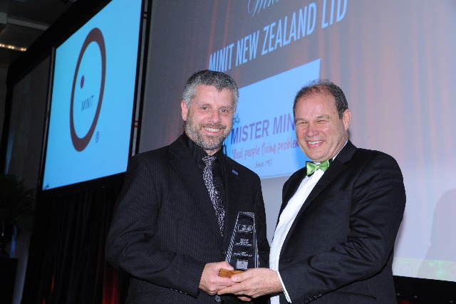 Mr Minit's regional manager Stan van der Ham with Philip Morrison of Franchise Accountants, sponsors of the Retail category.