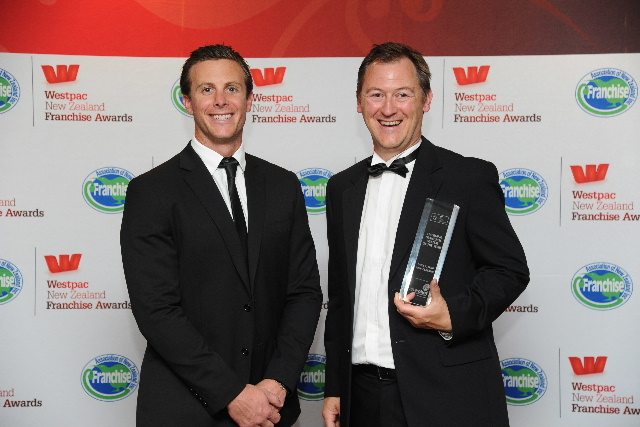 Dan Toms of Silver Chef congratulates Pack & Send's Matthew Everest on being named Emerging Franchise System of the Year